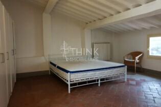 Affitto quattro vani 90 mq. arredato su due livelli, Firenze Oltrarno