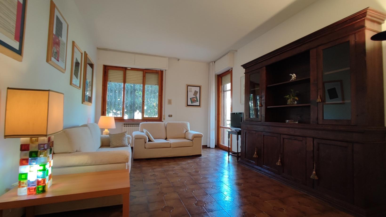 Affitto ampio appartamento con giardino, Firenze sud