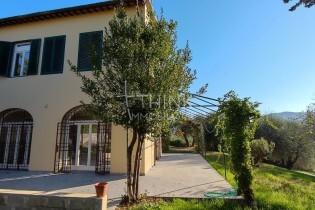 Affitto magnifico terratetto con giardino ed olivi